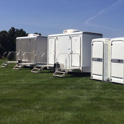 Toilet Trailers and Portable Toilets for Weddings